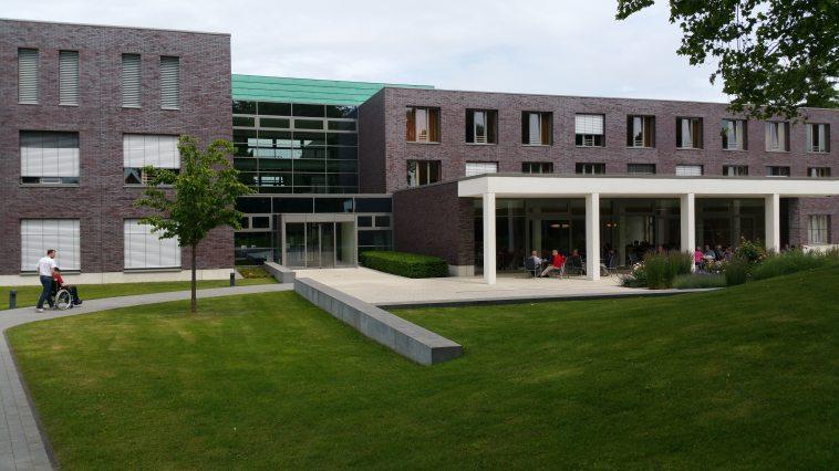 architecture-buildings-center-263399